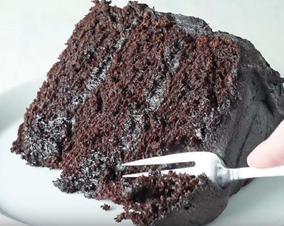 chocolate cake frosting with cream cheese